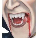 Művér vámpír műfogsorral az EveNue COSTUMES jelmezkölcsönző szalon kínálatából