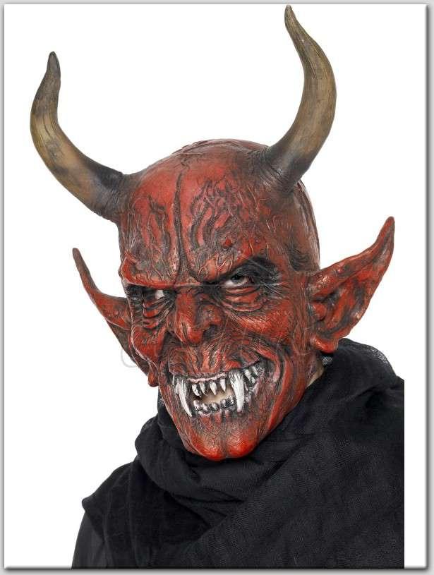 Ördögi Démon maszk az EveNue Costumes jelmezkölcsönző szalon kínálatából