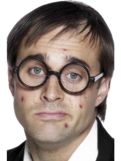 Iskolás fiú szemüveg az EveNue COSTUMES jelmezkölcsönző szalon kínálatából