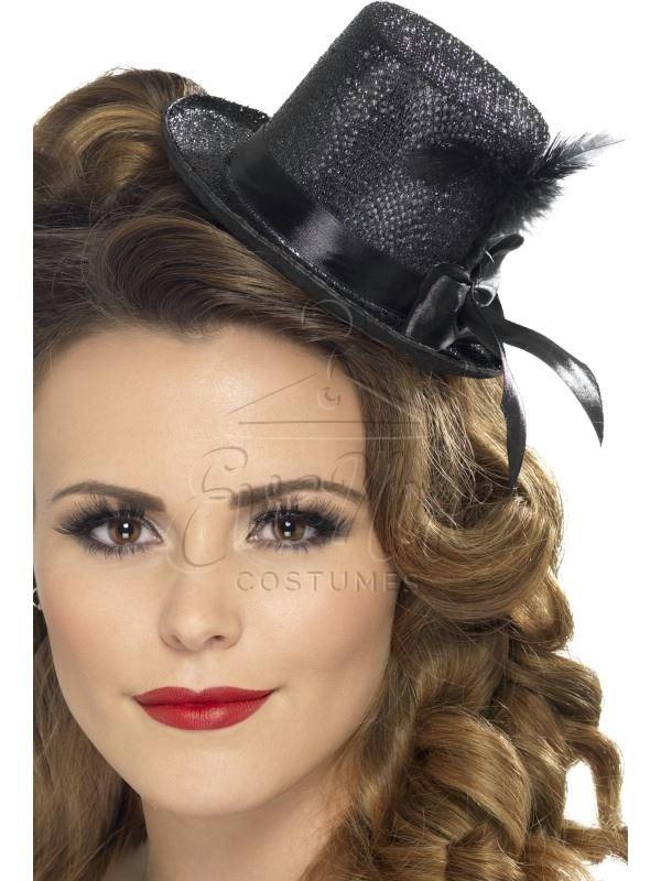 Fekete mini kalap az EveNue COSTUMES jelmezkölcsönző szalon kínálatából