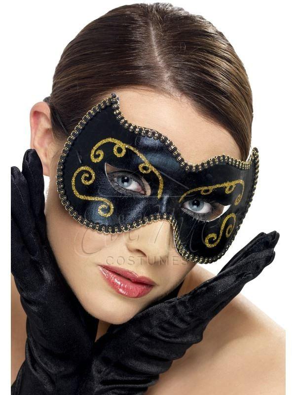 Fekete szemmaszk arany díszítéssel az EveNue COSTUMES jelmezkölcsönző szalon kínálatából