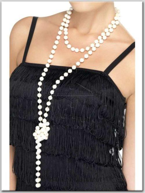 Gyöngysor az EveNue Costumes jelmezkölcsönző szalon kínálatából