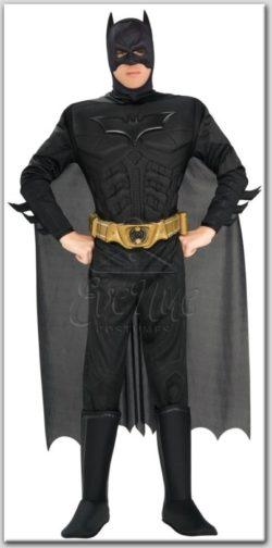 Batman férfi jelmez az EveNue COSTUMES jelmezkölcsönző szalon kínálatából