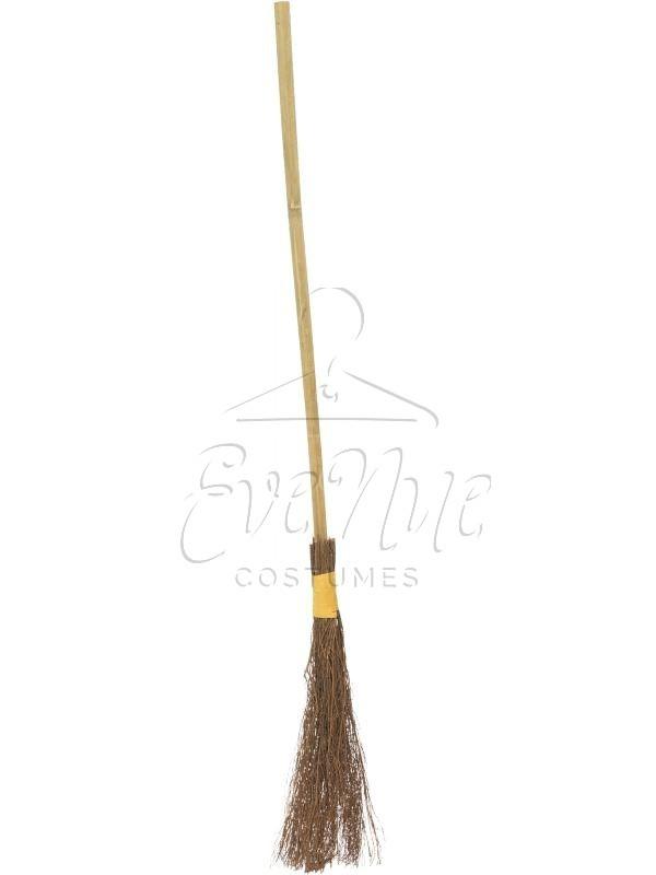 Boszorkány seprű az EveNue COSTUMES jelmezkölcsönző szalon kínálatából